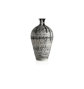 Exclusive Magma Medium Vase (Black)