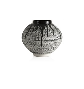 Exclusive Magma Jar (Black)