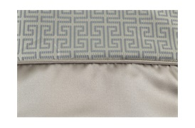 Clarence Bedspread             Oxford Border with Piping