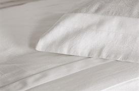 Tempace Paisley Super King Duvet Set with Standard Pillowcases White