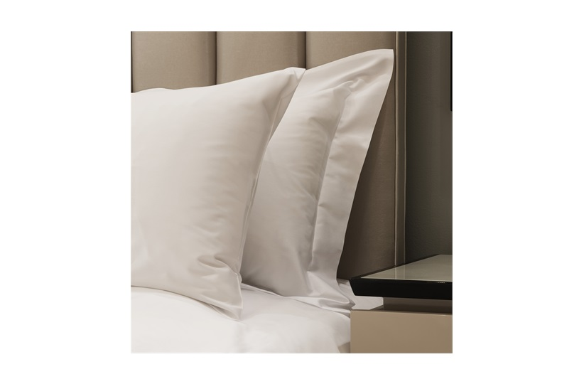 300tc Plain Super King Duvet Set White with Standard Pillowcases